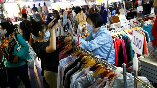 Indonesian consumers show growing confidence for first time in a year - central bank survey