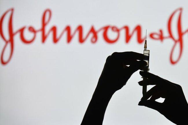 Johnson & Johnson one-shot vaccine is safe, prevents COVID-19, U.S. FDA says