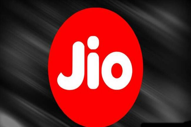 Reliance Jio to offer 300 minutes of free calling, buy-one-get-one recharge plan to these users