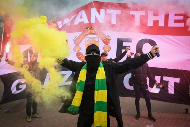 Manchester United Fans Want Revenge Against the Club's American Owners. And They Have Flares.