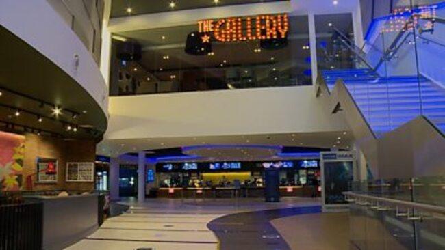 Covid: Cinemas prepare for filmgoers' return