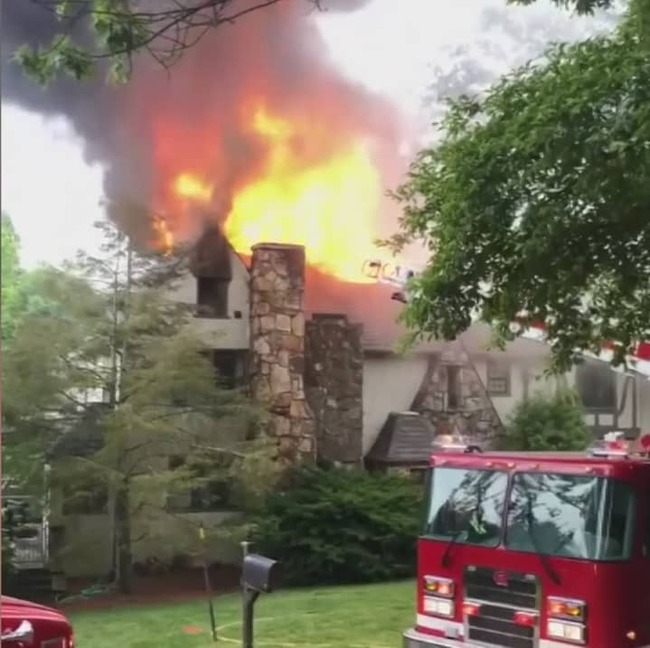 Fire destroys one of the old homes on Lookout Mountain