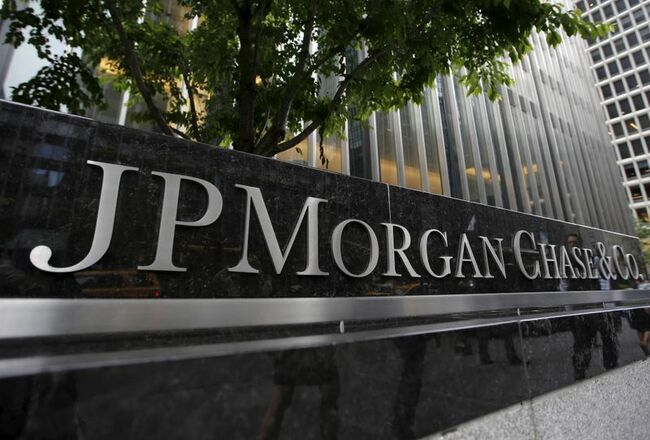 JPMorgan credit card spending ticks up, modestly helping loan growth