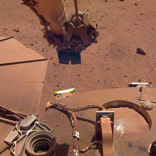 Why the Mars InSight lander is covering itself in dirt