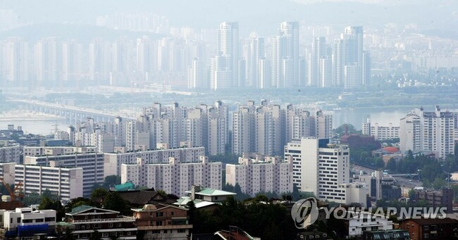 Population mobility falls for 5th month in May