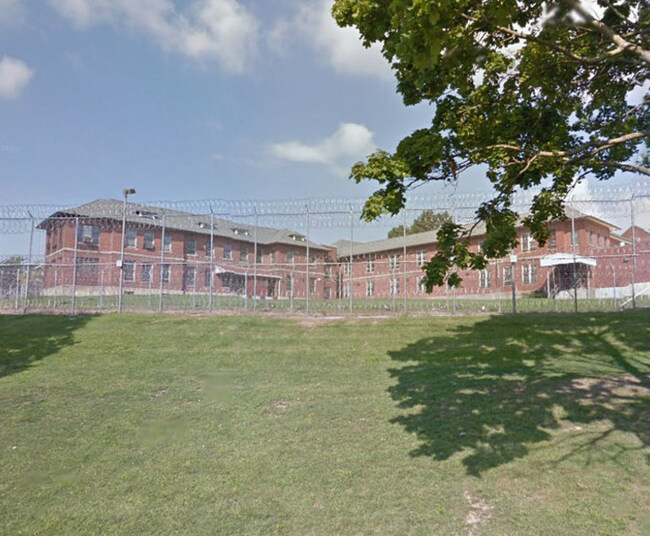 Former NY Prison Inmate Alleges False-Positive Drug Test Caused Him to Lose Work Release