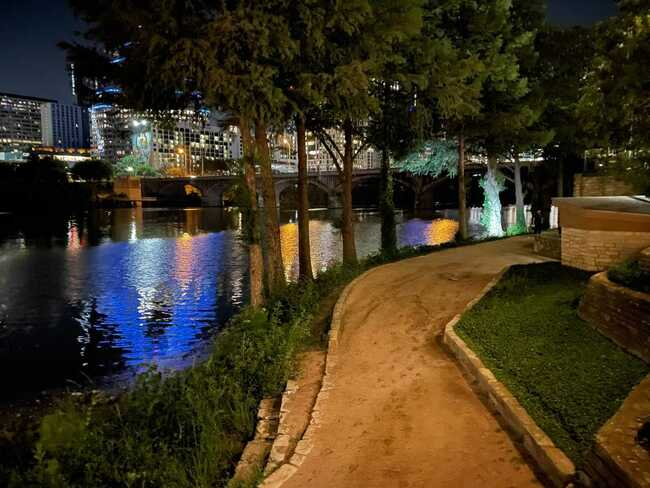 Car drives into Lady Bird Lake, search for driver continues
