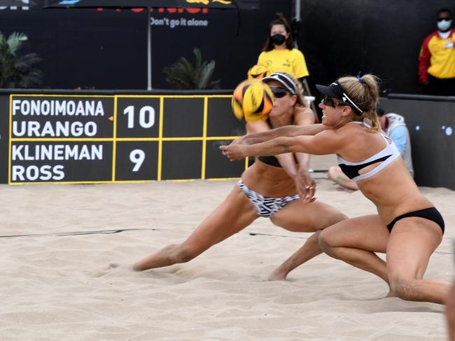 Ross and Klineman tested, but advance in Manhattan Beach Open