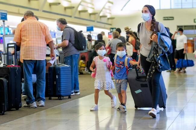 Security problem at John Wayne Airport delays flights, strands passengers on tarmac