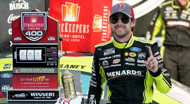 Ryan Blaney takes lead on final restart, holds on to win Michigan