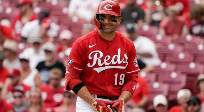 Resurgent Votto keeping Reds in race: 'Every night, he does something cool'