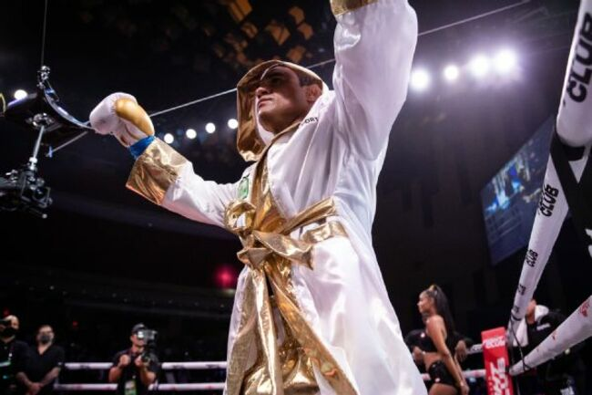 Belfort overwhelms Holyfield in 1st-round finish