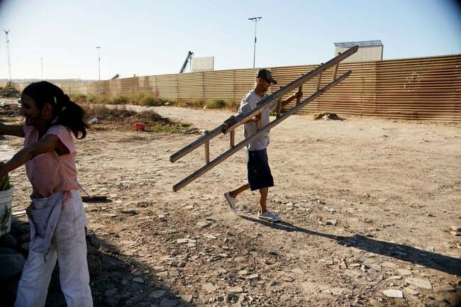 People are climbing over Trump's border wall with $5 ladders : news