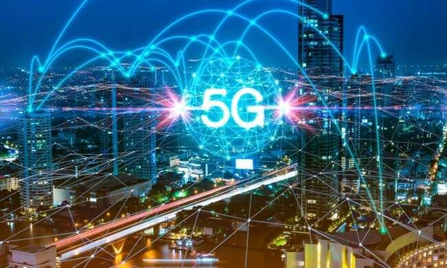 Verizon, AT&T Announce Earnings Amid 5G Battle