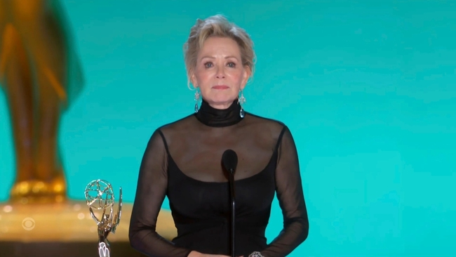Emmys 2021: Jean Smart and Jason Sudeikis win top comedy acting honors for 'Hacks' and 'Ted Lasso'