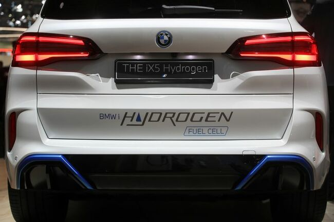 German auto giants place their bets on hydrogen cars