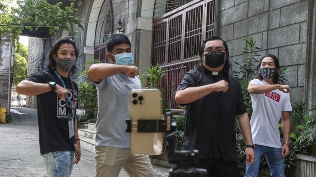 'Father TikTok': Catholic priests in the Philippines turn to virtual pulpit
