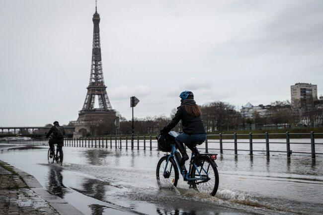Paris pushes vision of '100-percent bikeable' city