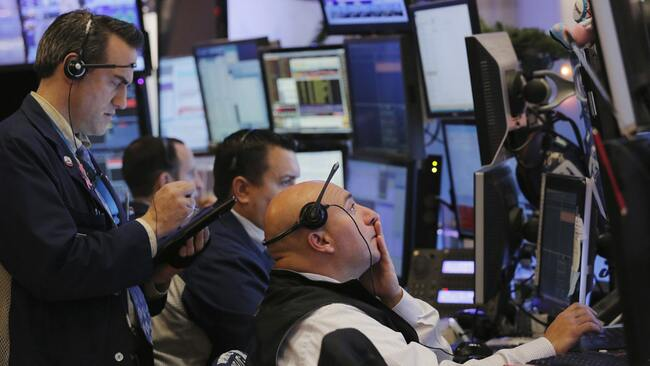 US stocks trading higher as 130 companies in the S&P 500 to report earnings