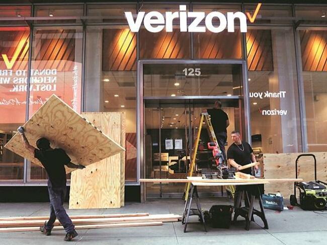 Verizon selling Yahoo, AOL unit to Apollo in $5-billion deal