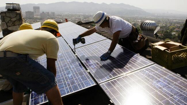US solar jobs fell 7% in 2020 on pandemic, efficiency gains